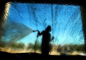 Трое канадцев в нетрезвом состоянии пришли на автомойку, чтобы принять душ