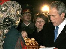 Ющенко угощает Буша котлетами по-киевски