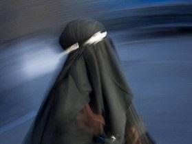 Египетские студентки обходят запрет на никабы с помощью медицинских масок