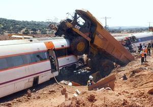 В Испании поезд столкнулся с самосвалом: есть погибшие