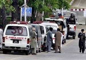 В Пакистане смертники взорвали армейский центр: около 70 погибших