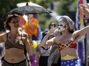 В США однополые пары массово потребовали зарегистрировать их браки