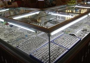 Новости США - странные новости: Житель США при попытке похитить кольцо с бриллиантом проглотил его