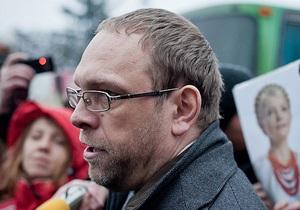Власенко заявил о фальсификации показаний свидетелей инцидента с Тимошенко