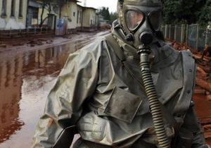 Катастрофа в Венгрии: Янукович распорядился подготовиться к возможному загрязнению Украины