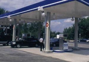 В Керчи погиб заправщик, отравившись парами бензина: еще двое человек в реанимации