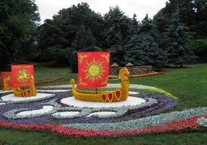 Власти Киева отчитываются об украшении Киева цветами отредактированными фото - соцсети - киевзеленбуд - крещение руси