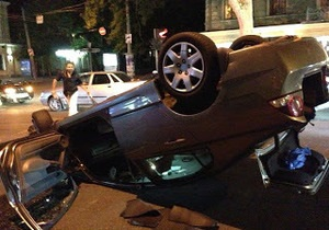 новости Одессы - ДТП - авария - В центре Одессы столкнулся местный и киевский автомобили, один из них перевернулся