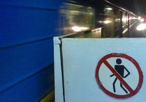 В Киеве на участке зеленой ветки метро прекращено движение поездов
