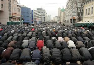В Москве 90 тысяч мусульман совершили праздничный намаз по случаю завершения Рамадана