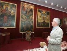 Брат Ющенко отказался закрыть выставку портретов выдающихся украинцев