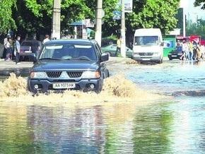 В Соломенском районе Киева затопило улицу