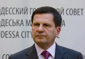 СМИ: Мэр Одессы потребовал снять с самолета неугодных журналистов