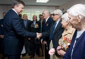 Янукович сфотографировался с ветеранами