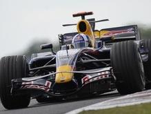 Болиды Формулы-1 проводят показательные заезды в Москве