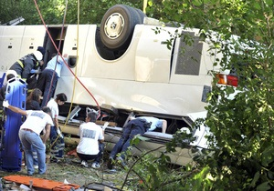 В Турции автобус упал в 30-метровую пропасть: четверо погибших