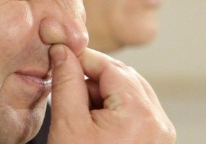 В России нетрезвый мужчина откусил милиционеру нос