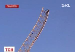 В Симферополе на стройке рухнул башенный кран