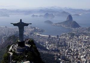 Вертолет с Дедом Морозом упал на площади в Рио-де-Жанейро: есть раненые