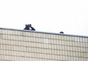 Дело: Азарова охраняют снайперы