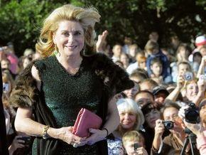 Катрин Денев и Жан Клод ван Дамм едут в Киев