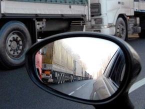Бастующие на окружной дороге Киева перевозчики требуют встречи с Ющенко