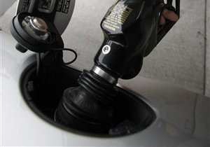 Азаров опасается нестабильности на рынке нефтепродуктов