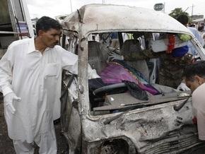 В Пакистане заминированный мотоцикл врезался в автобус: шестеро погибли, около 30 ранены