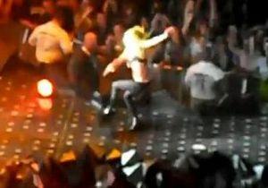 Lady Gaga снова упала во время концерта