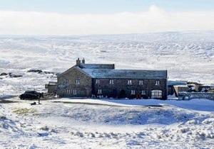 В плену у снега и алкоголя: британцы освобождены из паба, в котором они отмечали Новый год