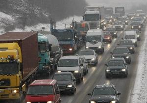 В США шоссе перекрыли из-за разлившейся по шоссе газировки