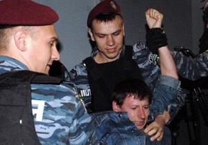 Фотогалерея: Прерванный Матч. Драка активистов Свободы с милицией в кинотеатре Украина