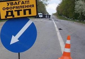 В Черкасской области мотоцикл врезался в дерево: трое погибших