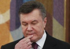 Янукович в Енакиево посетил могилу родителей Иванющенко
