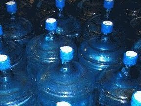 Питьевая вода в пластиковых бутылках не чище водопроводной, - лабораторный анализ