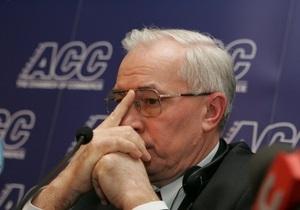 Азаров пообещал возобновить банковское кредитование предприятий