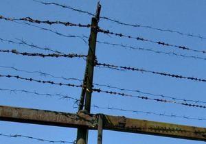 В Одессе заключенный пытался перерезать себе горло в автозаке