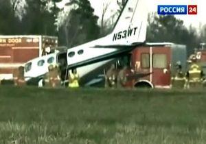 В США 80-летняя женщина посадила самолет за умершего мужа