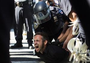 В Нью-Йорке активисты движения Захвати Уолл-стрит отметили годовщину. Полиция арестовала 35 человек