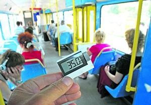 СМИ: В киевском транспорте температура днем не опускается ниже 32 градусов