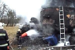 В Волынской области поезд столкнулся с автофургоном и загорелся