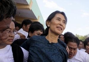 Освобожденная лидер оппозиции Мьянмы выступила за мирную революцию в стране