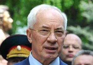 В понедельник Азаров посетит Москву