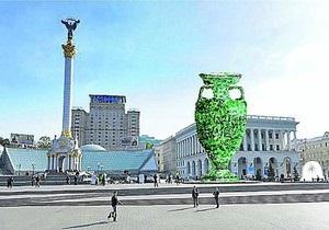 В центре Киева появится памятник бутсе из цветов