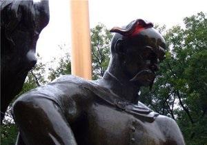В Одессе раскрасили памятник атаману Головатому
