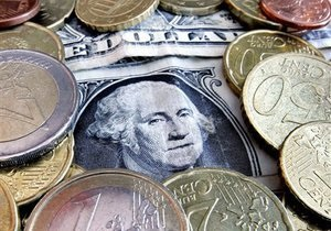 Эксперты: Резкого падения доллара не произойдет