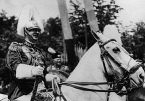 В Британии ушли с молотка серьги, подаренные румынским королем своей возлюбленной