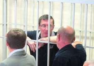 Луценко вывезли на обследование в черниговскую больницу