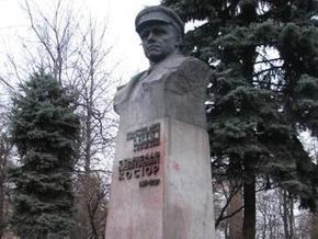 В столице демонтируют памятники советским деятелям