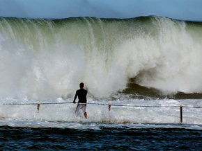Фотогалерея: Волны-убийцы не знают преград